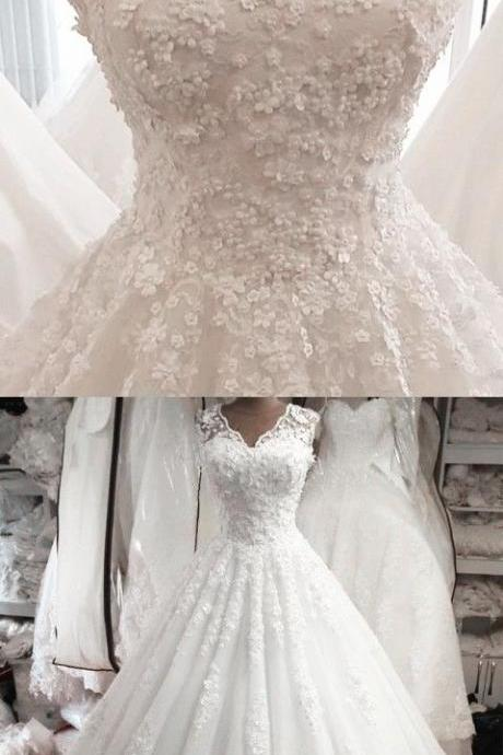 Vintage Lace Cap Sleeves Ball Gown V-neck Wedding Dress For Bride M7631