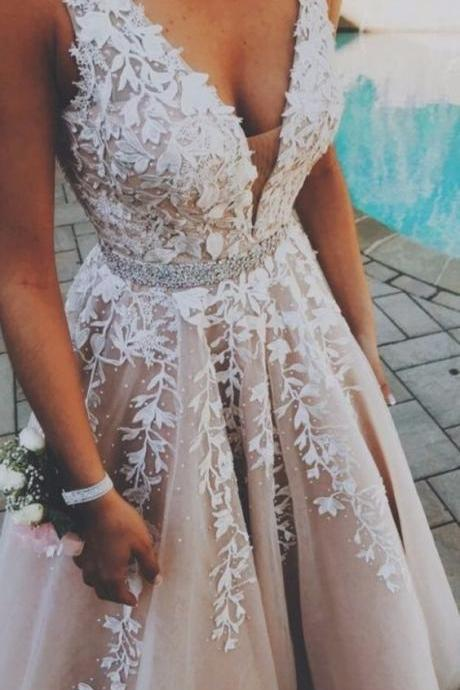 A-Line V-Neck Champagne Tulle Prom Dress with Beading Appliques M8343
